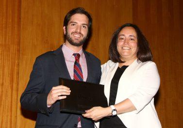 Tesis de de Gabriel Cruz, Magíster en Economía UC, recibió premio por su contribución a las políticas públicas