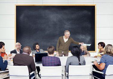 Efectos del profesor y del tamaño de la clase en la educación superior