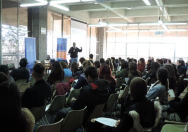 """Más de 150 estudiantes de 3ro y 4to medio participaron en el """"Vive un día en Ingeniería Comercial UC"""""""