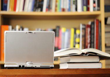 ¿Libros o portátiles? El efecto de pasar el contenido educativo de impreso a digital