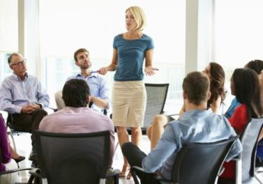 ¿Influye la presencia afectiva del líder en la comunicación de ideas creativas dentro de los equipos de trabajo?