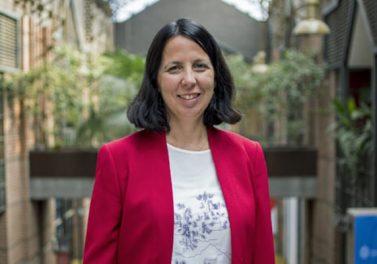 Claudia Martínez es la primera académica del Instituto de Economía en ser nombrada profesora titular UC