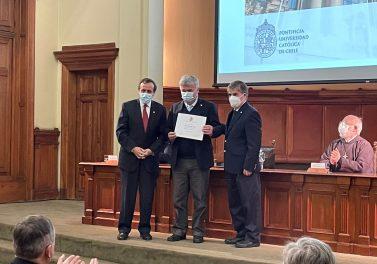 Profesores de nuestra Facultad fueron premiados en el Día del Académico UC